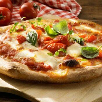 """Работа в """"PREGO PIZZERIA"""" специалистом по приготовлению пиццы."""